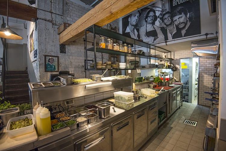 פרויקט תכנון מטבח פתוח של מסעדת האחים